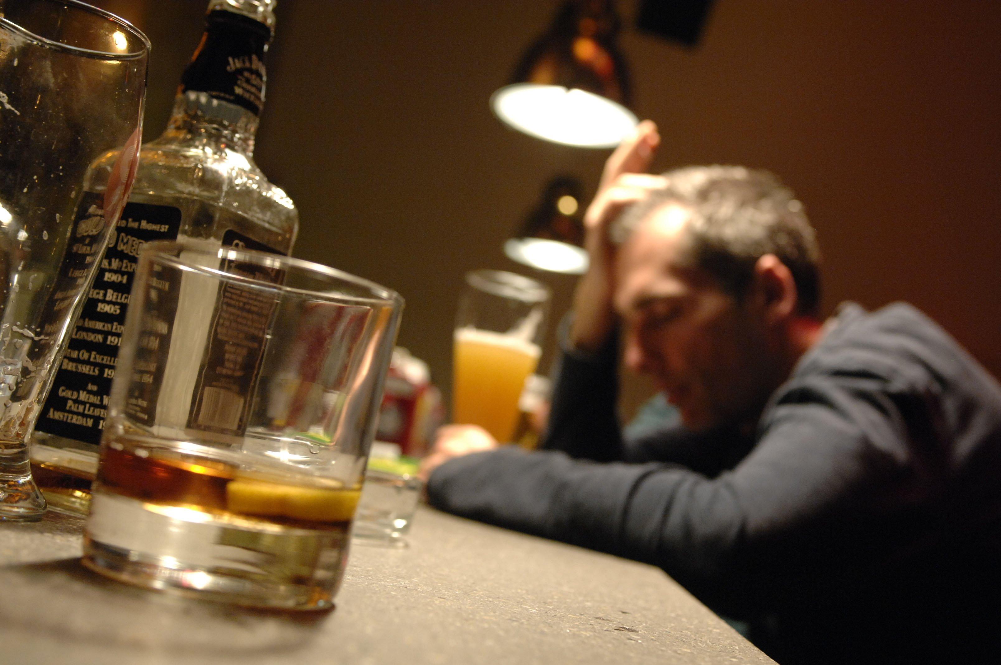 Búsqueda implacable Danni-alcol
